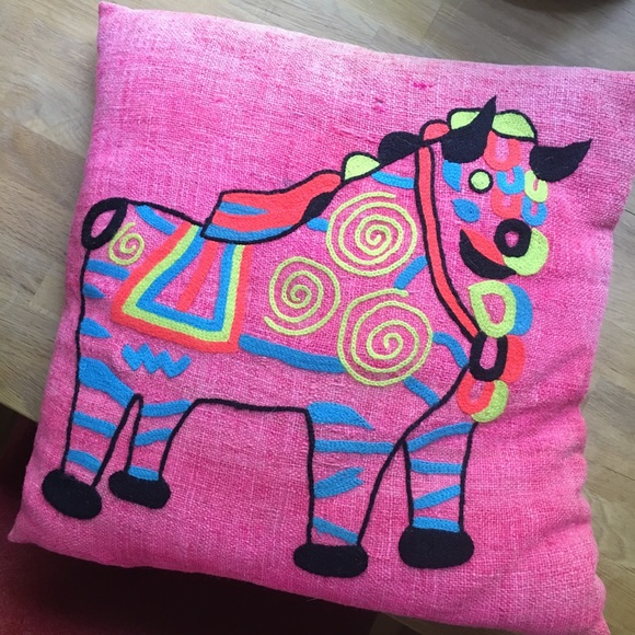 Vintage Other - Vintage Linen Hot Pink Throw Pillow